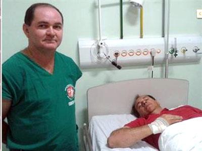 Homem tenta assassinar prefeito eleito de Pocinhos durante festa da vitória; Cláudio Chaves foi esfaqueado 3 vezes