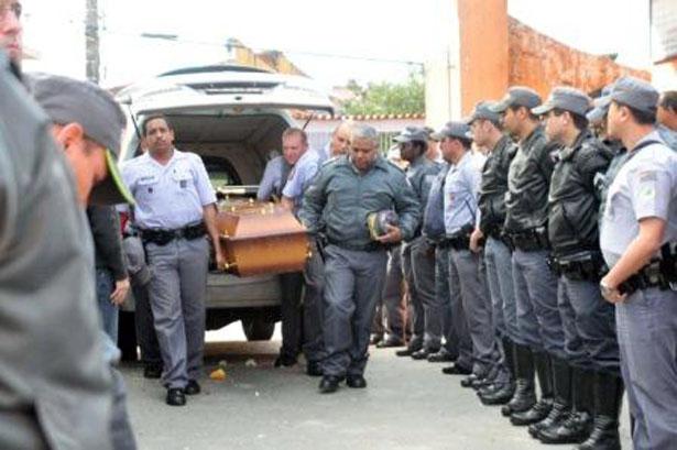 Assassinato de PMs em São Paulo sobe mais de 40% em 2012