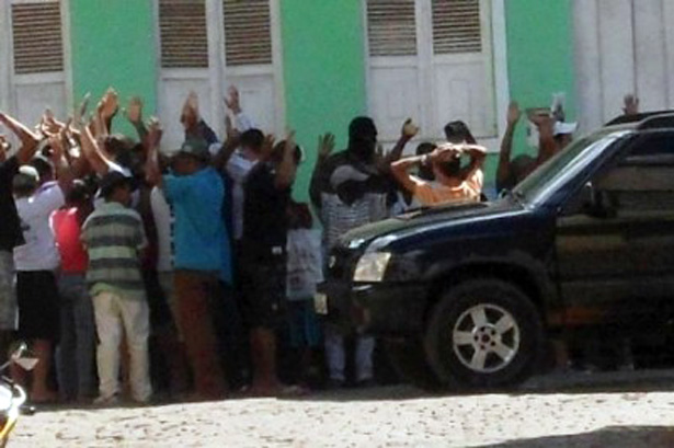 Bandidos assaltam três bancos em Ituberá