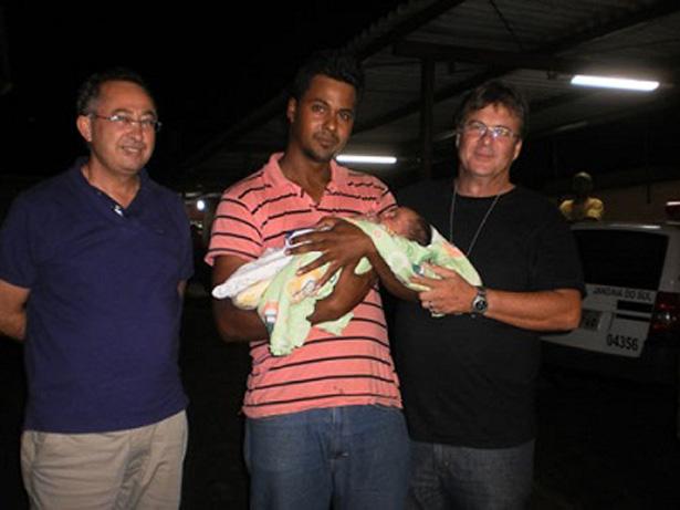 Pai recupera recém-nascido vendido pela mãe por R$ 300 no facebook