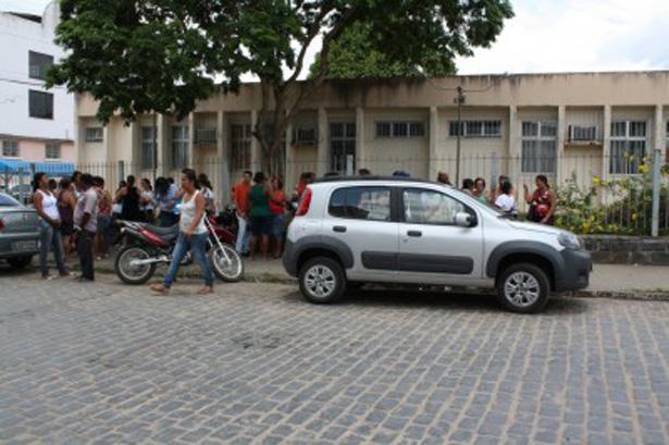 Ubatã: Profissionais da educação se mobilizam por salários atrasados