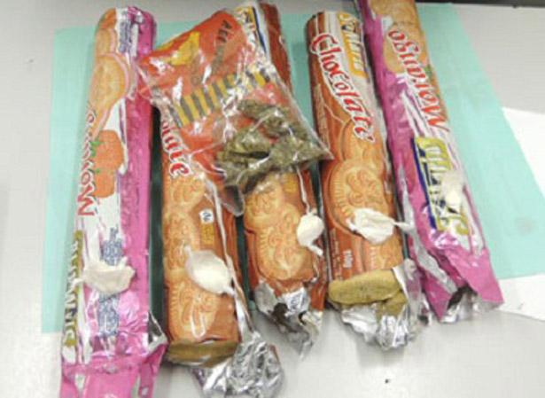 Brumado: Polícia intercepta drogas dentro de pacotes de biscoitos