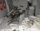 Bandidos rendem policiais e explodem caixas eletrônicos na Bahia