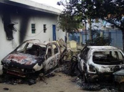 Barrocas: Delegacia é atacada e veículos incendiados