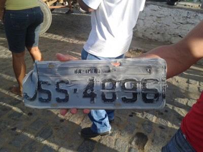 Ipiaú: Motorista causa acidente e foge, mas placa do veículo fica no local