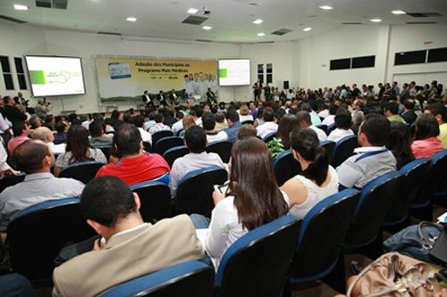 Ubatã: Prefeita assina adesão do município ao Programa Mais Médicos