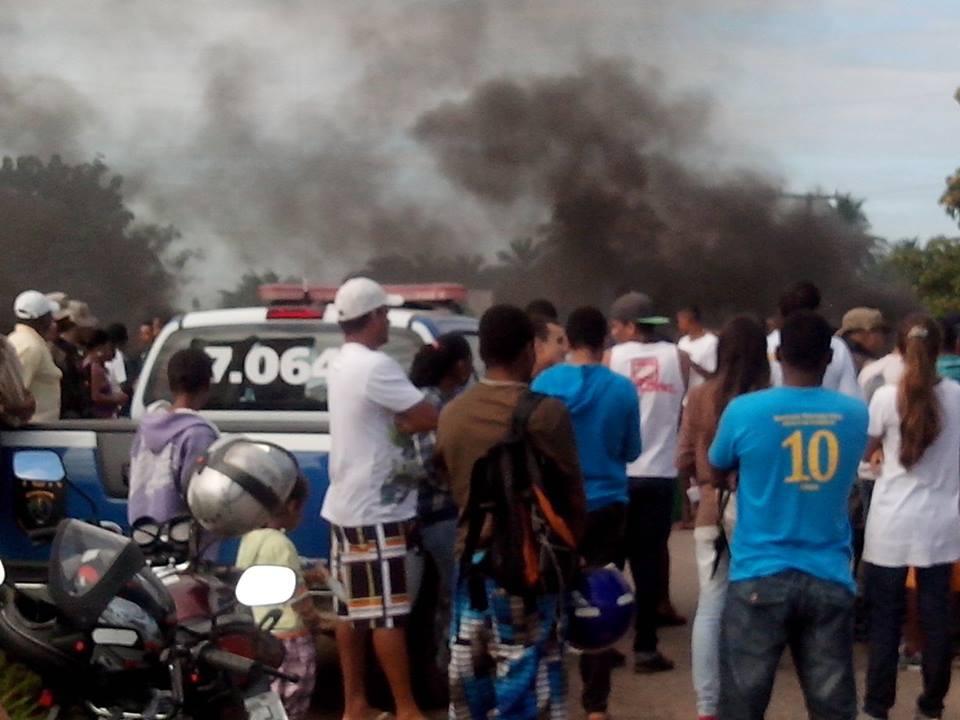 Itacaré e Ilhéus: Manifestantes bloqueiam a BR 001 em busca de melhorias para a estrada