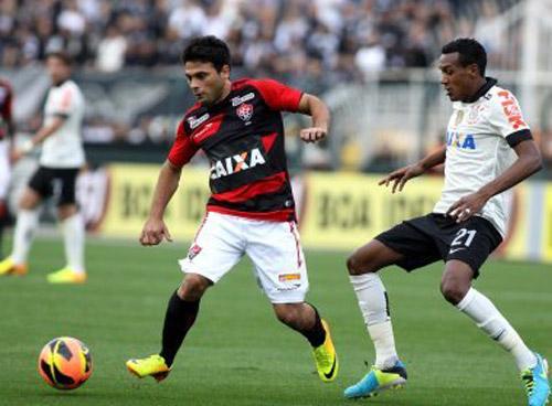 Em tarde ruim, Vitória perde para o Corinthians no Pacaembu