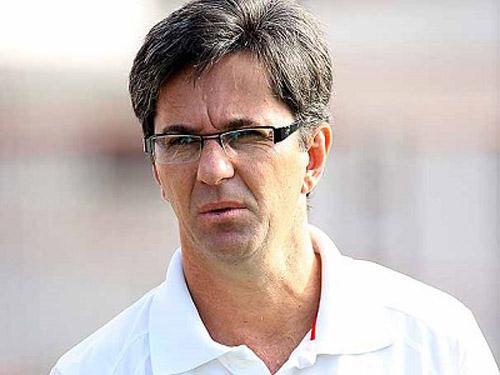 Caio Júnior não resiste a mais uma derrota e é demitido do Vitória