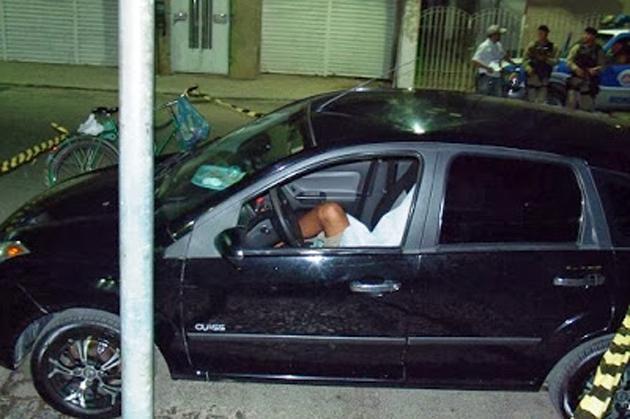 Ipiaú: Homem é assassinado dentro de veículo na Praça Ruy Barbosa