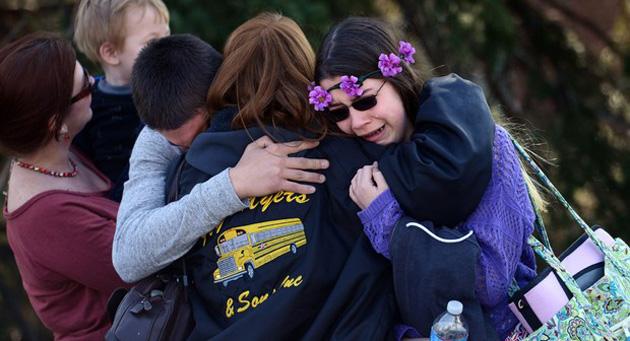 """Adolescente de 16 anos foi detido. 19 estudantes e um adulto ficaram feridos na Pensilvânia. Pelo menos 20 pessoas ficaram feridas por """"múltiplas facadas"""" em um ataque nesta quarta-feira (9) à escola americana Franklin Regional High School, em Murrysville, na Pensilvânia. Dezenove estudantes e um vigia da escola ficaram feridos, segundo as equipes de emergência. Um adolescente de 16 anos suspeito de cometer o crime foi detido, de acordo com a polícia local."""