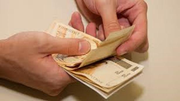 Orçamento de 2015 prevê salário mínimo de R$ 788,06.