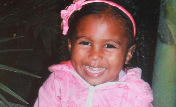 Ubaitaba: Justiça nega pedido para exumar corpo da menina que morreu engasgada com dente.
