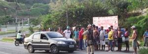 Ubaitaba: Acidente na BR 101, deixa motoqueiro ferido, e com a perna quebrada