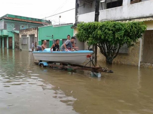 """Após Chuvas na Madrugada Ubaitaba amanhece """"em águas""""."""