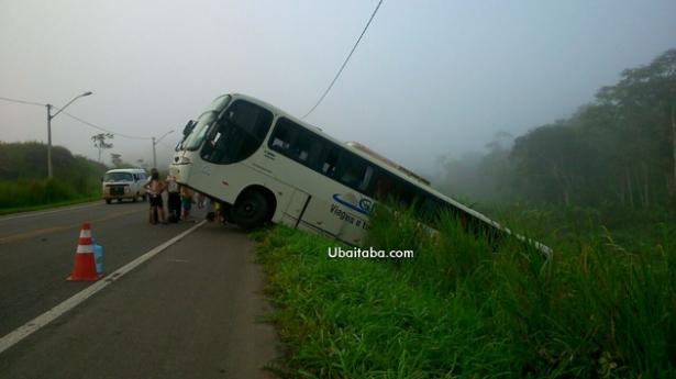 Aurelino Leal: Ônibus com sacoleiros falta freio e quase cai em ribanceira.