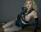 Aos 56 anos, Madonna posa com seios de fora para revista e surpreende leitores