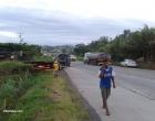 Carro capota e cai na ribanceira na br 101 próximo ao Armandão em Ubaitaba.
