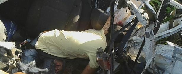 Itamarati: Acidente entre Fiat Uno e Carreta causa morte de locutor de Gandu