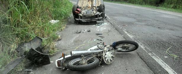 """Aurelino Leal: Acidente na Curva do Padre deixa vítima fatal. """"Bicicleta"""" morreu horas depois"""