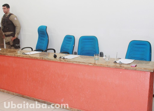 Os vereadores da base deixaram a sala da sessão. Foto: Ubaitaba.com