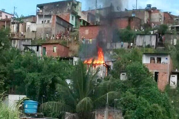 Aurelino Leal: Três barracos foram incendiados no Bairro ACM