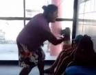 Mãe dá surra em filho na delegacia após menor ser apreendido por roubo