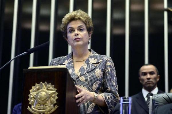 Dilma defende mandato e adere ao 'não vai ter golpe': 'Não renuncio em hipótese alguma'