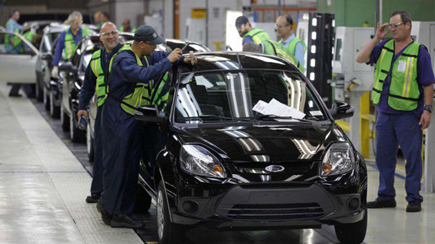 Ford suspende contrato de 900 operários na Bahia