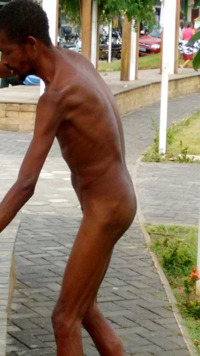 Ipiaú: Morador de rua aparece nu em plena luz do dia