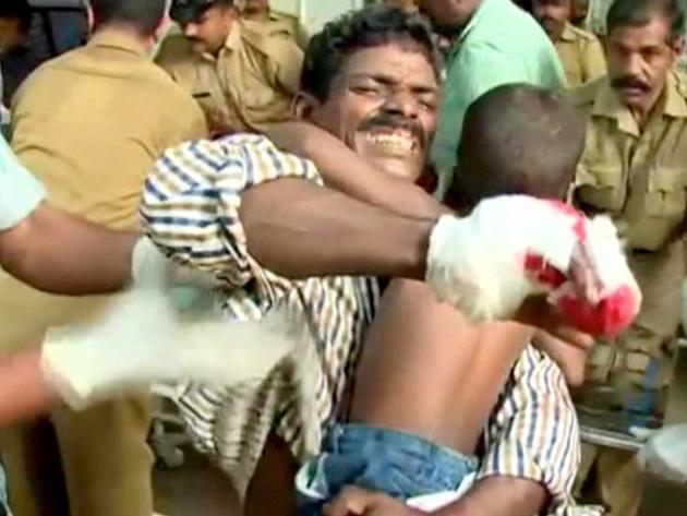 Mundo: Incêndio e explosão em templo na Índia matam mais de 100 pessoas