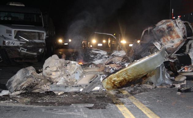 Três da mesma família morrem carbonizados em acidente na BR-101, em Eunápolis