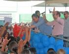 Governador visita Aurelino Leal e entrega quadra poliesportiva e equipamentos agrícolas