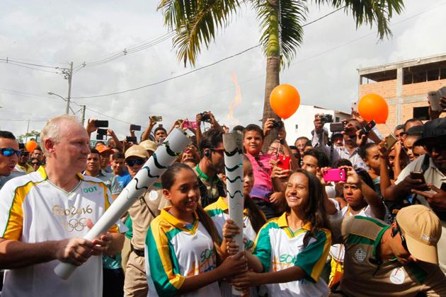Símbolo dos Jogos Olímpicos Rio 2106, a Tocha Olímpica chegou ao município de Teixeira de Freitas, no extremo sul do estado, na manhã desta quinta-feira (19), dando continuidade ao revezamento, que na Bahia vai envolver 27 cidades, incluindo Salvador, até o próximo dia 27.