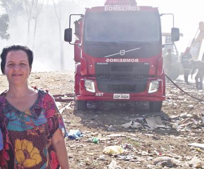 A prefeita Liu Andrade já visitou o Lixão algumas vezes para solucionar o problema com corpo de bombeiros. Foto: Thácia Janaína/ Ubaitaba.com
