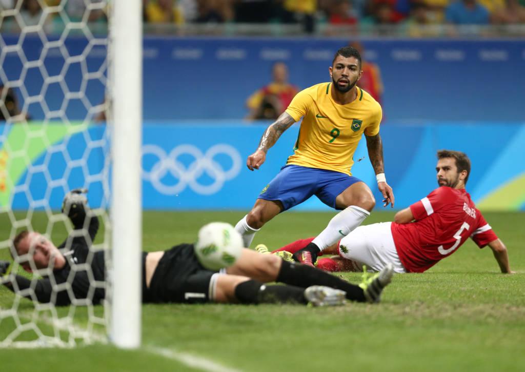 Jogando em Salvador, Brasil desencanta, goleia e garante classificação