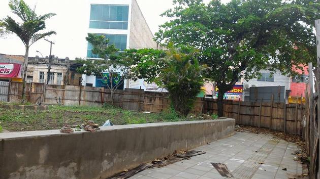 Ubaitaba: Atraso em reforma de praça no centro da cidade prejudica comércio e irrita população