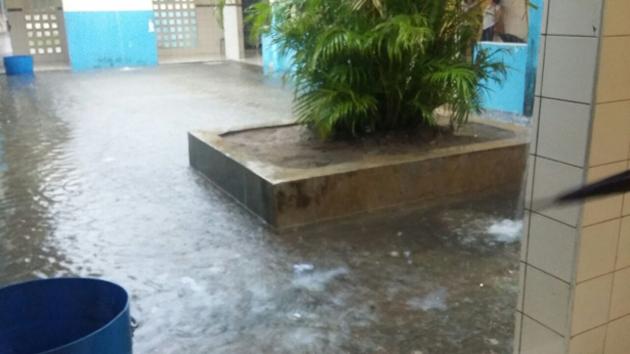 Maraú: Chuva forte alaga escola e deixa mais de 500 alunos sem aulas em Barra Grande