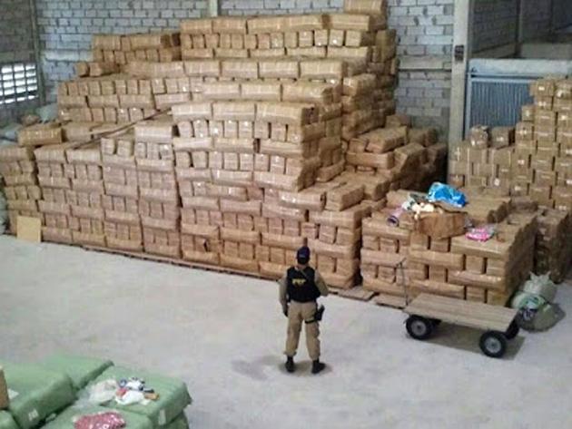 Operação policial apreende 2.320 mochilas falsificadas em Feira de Santana