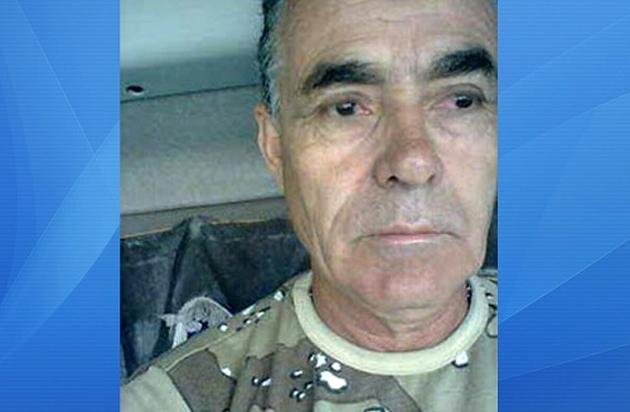 O policial militar, sargento Luis Antônio, foi morto em uma emboscada em Mascote, sul da Bahia. Acredita-se que ele tenha sido assassinado na noite de sexta-feira(5), mas o corpo só foi encontrado no sábado (6). O crime aconteceu próximo a ponte do Peixoto no KM 9, na estrada que liga o distrito de Pimenta para Mascote. O corpo do PM foi encontrado com marcas de tiro na região do ombro e do rosto. Junto ao corpo estava a moto que pertencia a ele e uma arma. O caso está sendo investigado e o principal suspeito, já identificado, está sendo procurado. *Informações do blog Verdinho Itabuna