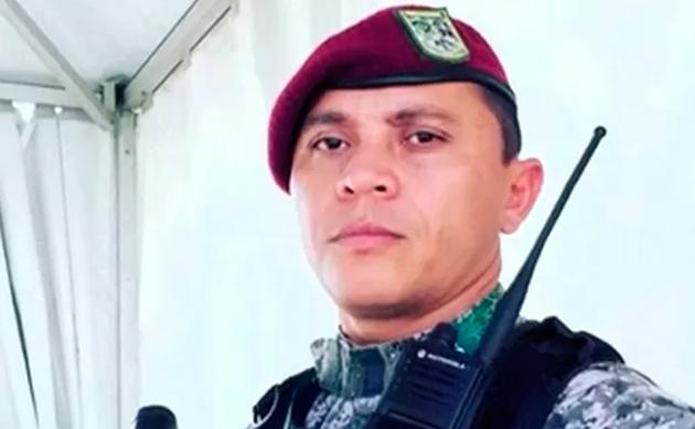 """CERCO Jungmann classificou de grave o ataque aos agentes da Força Nacional, mas disse que não havia """"a menor sombra de dúvida de que o Rio é uma cidade segura"""". Em reação, o Exército cercou os acessos à comunidade às 2h da madrugada desta quinta, para impedir que bandidos deixassem a favela. Pela manhã, policiais do Bope (Batalhão de Operações Especiais) e da PF iniciaram a operação pela comunidade. Quatro homens entre 18 e 32 anos foram baleados. Igor Barbosa Gregório, 23, morreu com um tiro na cabeça. """"Foi uma operação para mostrar que não vamos admitir criminalidade"""", disse Moraes, ministro da Justiça. Diferentemente do que se viu em outros grandes eventos que o Rio sediou, como o Pan-07, a Rio+20 (2002) e a Copa-2014, o aumento do efetivo de segurança não vem se mostrando suficiente para evitar problemas. Há um total de 51 mil agentes destacados para a segurança da Olimpíada, dos quais 22 mil das Forças Armadas. """"A diferença agora é que os militares, protagonistas dessa ação, mantiveram a velha ideia de que com o efetivo se assume o controle da cidade"""", afirma Newton Oliveira, professor de direito da Mackenzie e integrante da equipe que planejou a segurança do Pan-07. Mapa Vila do João"""