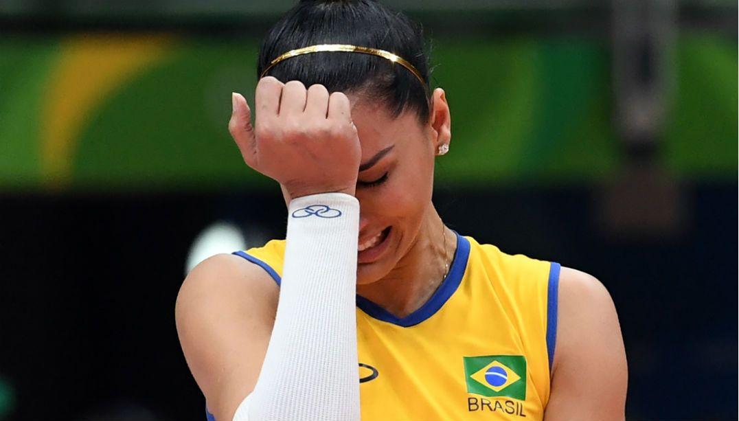 Esperanças de medalha, meninas do futebol, handebol, vôlei, vôlei de praia e salto com vara são eliminadas da Olimpíada