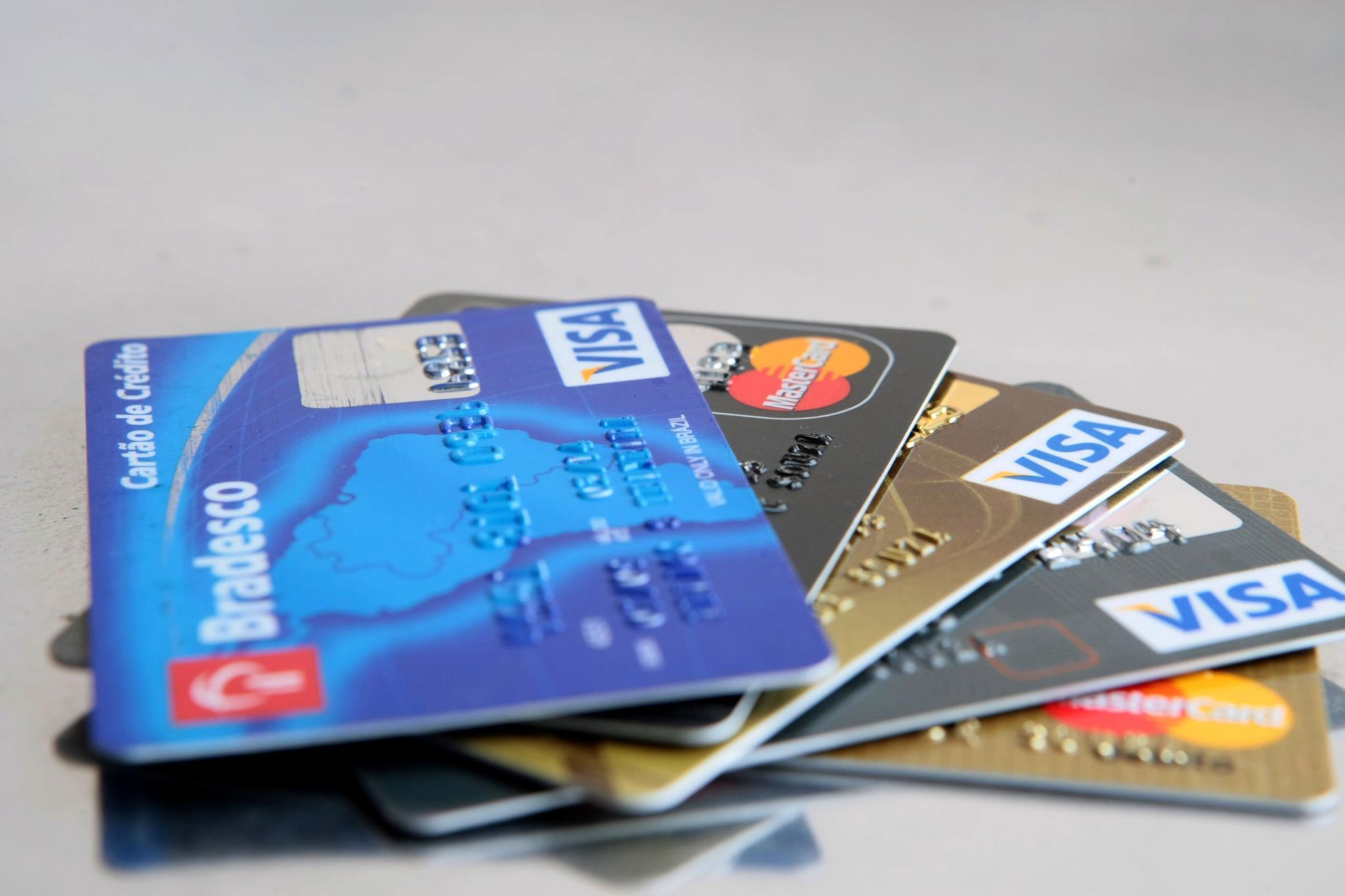 TSE autoriza doações com cartão de crédito a candidatos e partidos