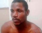 Homem invade casa e abusa de mulher que dormia ao lado do marido