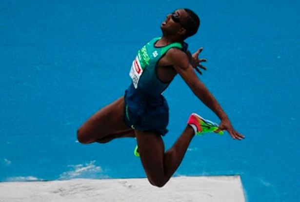 No salto, Ricardo de Oliveira conquista primeiro ouro da Paraolimpíada