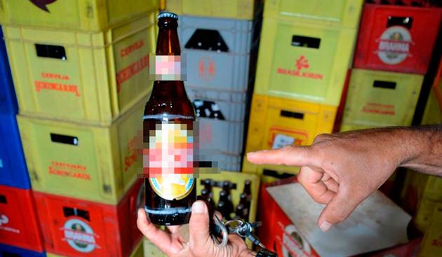 Empresária é presa suspeita de trocar rótulo de cerveja barata por mais cara
