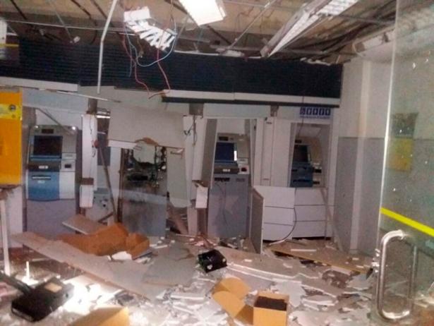 Camamu: Bandidos explodem caixas eletrônicos da agência do Banco do Brasil