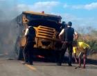 Quadrilha intercepta carro-forte na Bahia e explode veículo