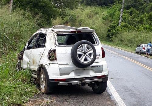 Carro capota com recém-nascido dentro, em Ipiaú