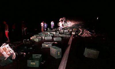 Batida entre veículos de carga deixa dois mortos e três feridos em rodovia do sudoeste da Bahia